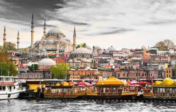 古代ギリシャそして古代ローマ帝国に始まり、オスマン帝国に至るまで、何千年という歴史を感じられる街です。